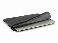 """Pipetto Ultra Lite, Schutzhülle für MacBook Pro 15""""/16"""", schwarz"""