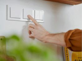 Senic Smart Switch, smarter Lichtschalter für Hue Lichtsystem, weiß glänzend